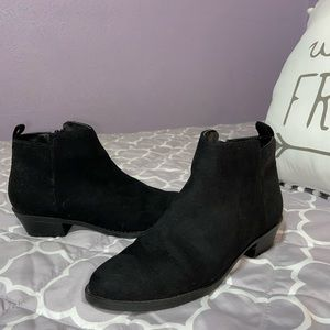 Forever 21 Black low booties
